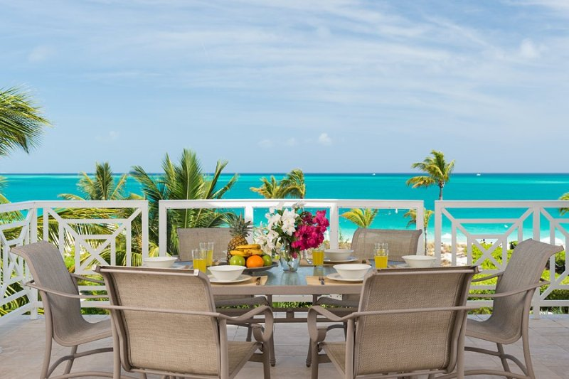 Penthouse 3 Bedroom plus bonus 4th bedroom Beach Front Condo on Grace Bay Beach, holiday rental in Providenciales