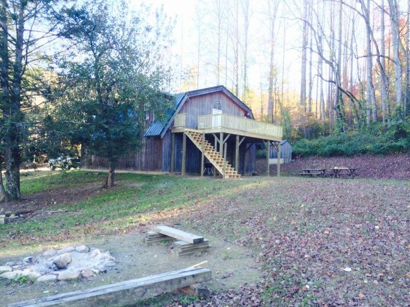 Beautiful loft built over rustic barn., vacation rental in Lenoir