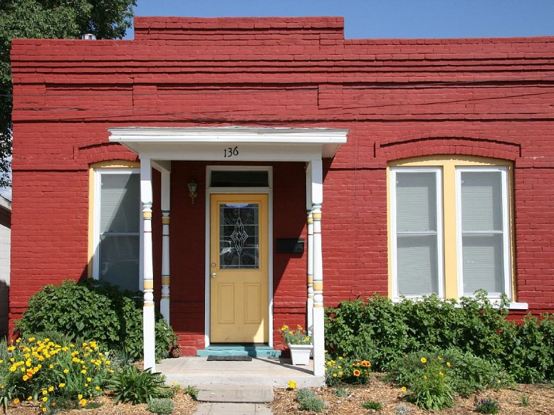 By the River & Downtown, Beautiful, Comfortable, Kids Welcome STL# ********, vacation rental in Salida