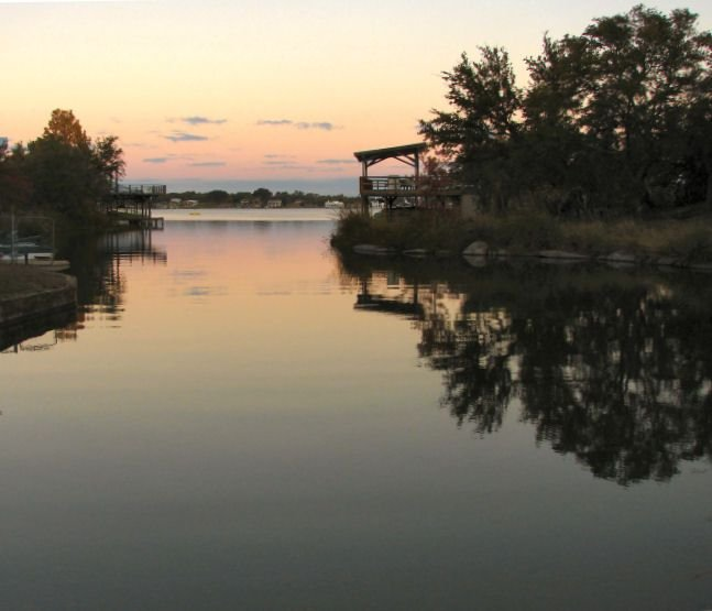 Peaceful Lake Lbj Waterfront - Two-Story Home with Boat Dock, casa vacanza a Sunrise Beach