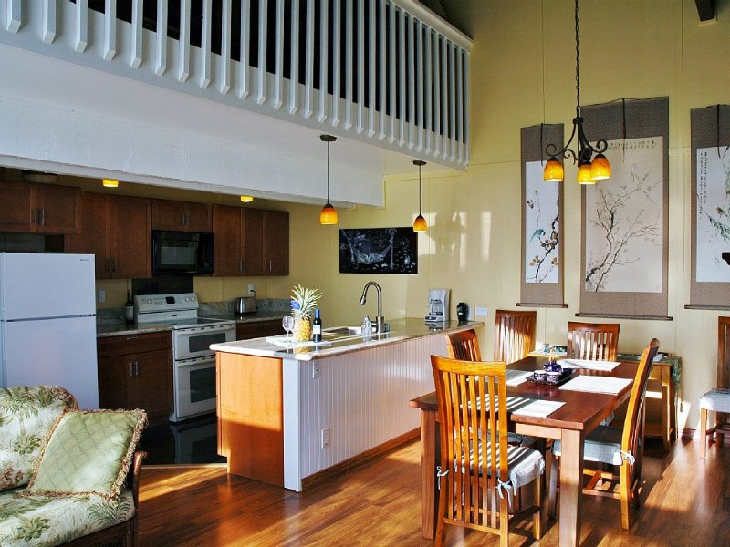 Cool and bright luxury townhome, Walk to Beach, Sunny 3+ BR, nice big Pool!, vacation rental in Princeville