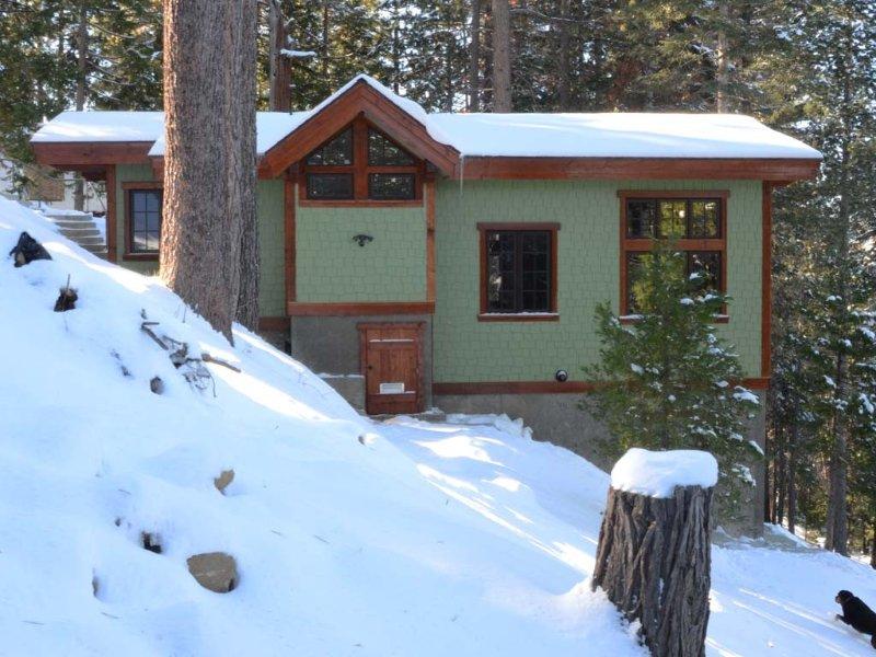 March Special, Custom Cottage, Fireplace, Views, Private Deck, Central to Par, alquiler de vacaciones en Parque Nacional de Yosemite