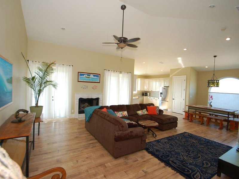 Tropical Home with Pool and Spa, Steps from the Beach and Also Pet Friendly, alquiler vacacional en Cocoa Beach
