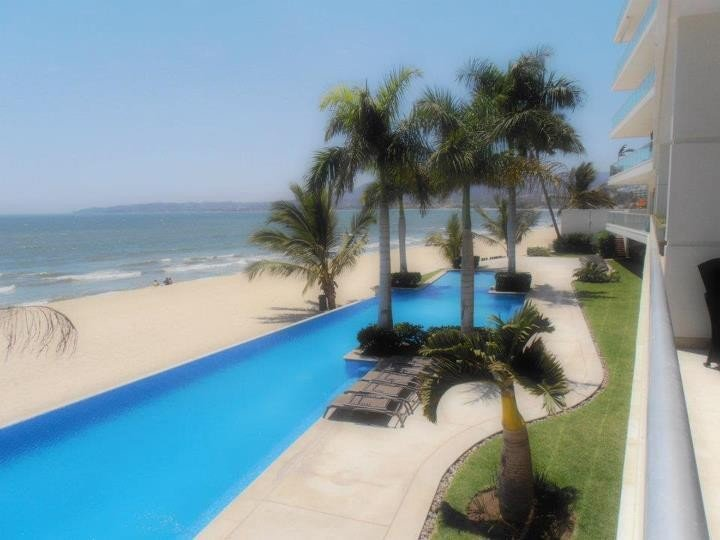 Oceanfront Luxury Condo ~ Beach Life ~ North Puerto Vallarta Area, location de vacances à Bucerias