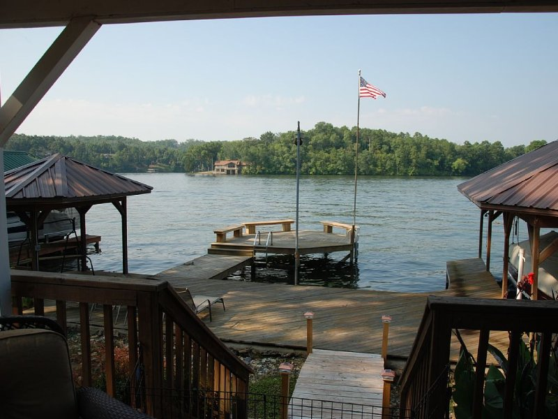 Lakefront! Main Channel Lake Hamilton Large Decks & Boat Dock! Spectacular View!, holiday rental in Pearcy
