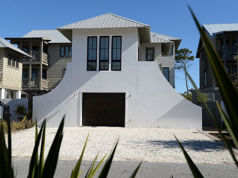 Beautiful High End 1 Bed / 1 Bath Carriage House, vacation rental in Inlet Beach