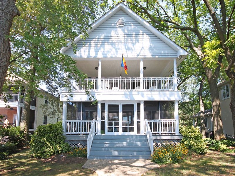 Gorgeous Annapolis Area Waterfront Home!, aluguéis de temporada em Severn
