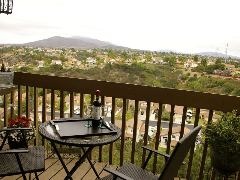 Townhome with Awesome Mountain Views- 7 miles from Downtown San Diego, holiday rental in Chula Vista
