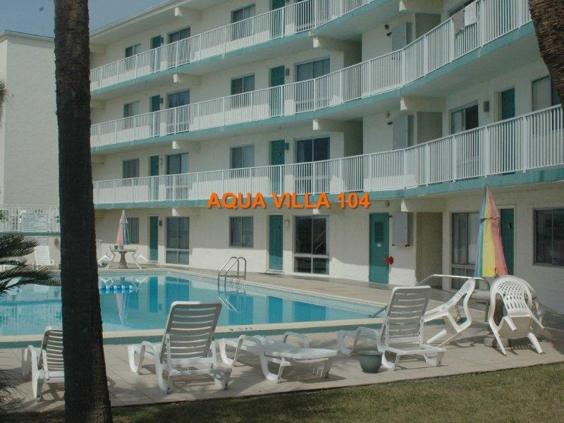 Poolside - Beachfront Aqua Villa 104, holiday rental in Fort Walton Beach