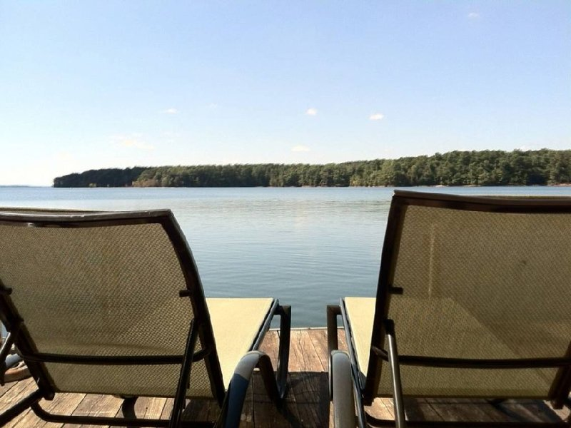 Big Water/ Relax/ Sunsets/ Boat Dock, WiFi, Pet OK , Pontoon Boat Avail for rent, alquiler de vacaciones en Anderson