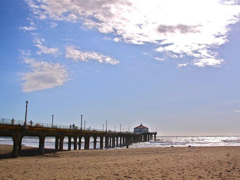 a casa é de 6 min a pé da praia. 10mn da rua principal e restos