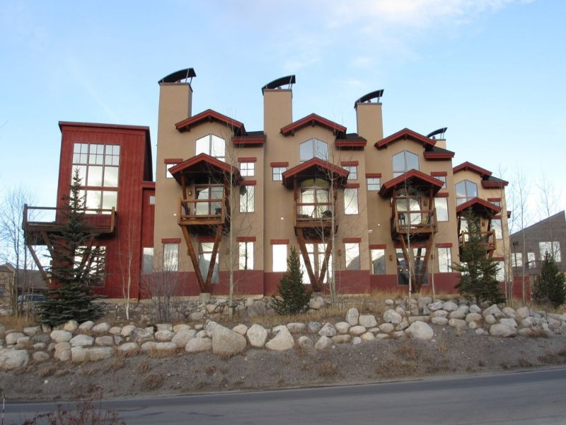 Beautiful, Contemporary Condo with Mountain Views., casa vacanza a Dillon