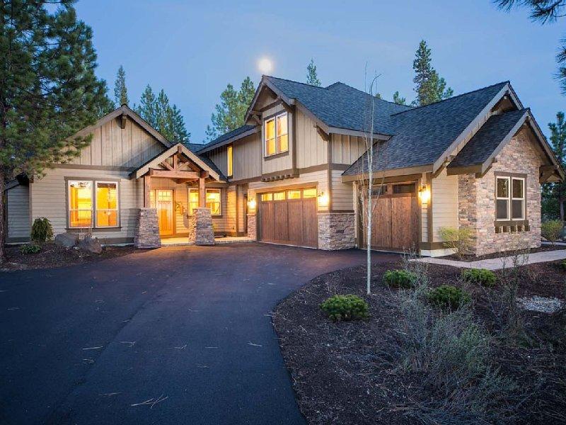 Caldera Springs Luxury home! Sleeps 12, vacation rental in Bend