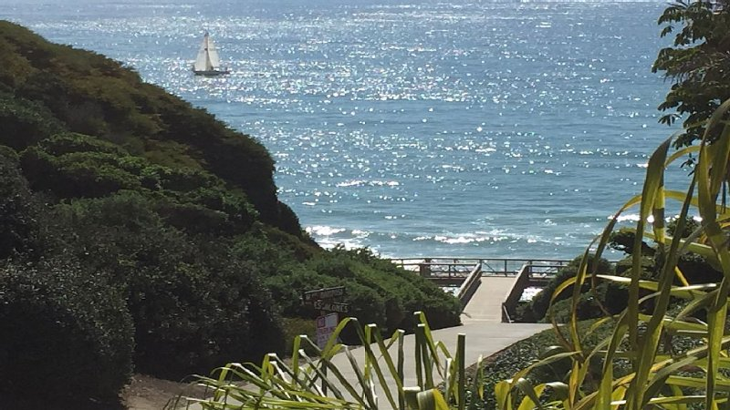 COMPLETELY BRAND NEW * 1 MIN WALK TO SAND * CONTEMPORARY * UPSCALE, alquiler de vacaciones en San Clemente