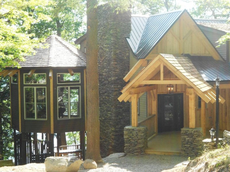 Timberframe Spa Lodge in the Woods on Skaneateles Lake, NY, holiday rental in Ridgemont