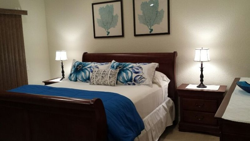 Beach Vacation Home-3 blocks to Beach Tropical Gardens, Boards, Bikes and Breeze, holiday rental in Huntington Beach