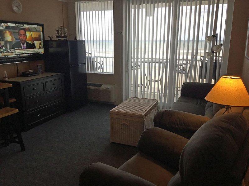 Breathtaking view, Stylish comfort, 1BR  KING bed, full sofa sleeper sleeps 4, alquiler de vacaciones en Daytona Beach