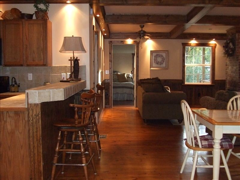 Charming Cove Cottage - Country Getaway – semesterbostad i Bushnell