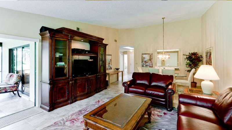 Close to Beach; Shopping and Dining; Pools and Tennis Court; Free Wifi, holiday rental in Sarasota