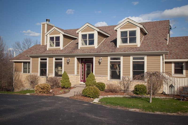 6 Bedroom Luxury Home w/ Fireplace, Outdoor Hot Tub, And So Much More, holiday rental in Galena