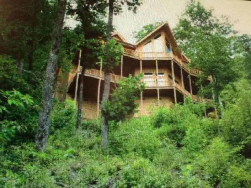 GORGEOUS HOME with FABULOUS MOUNTAIN VIEWS !!!!!, holiday rental in Sky Valley