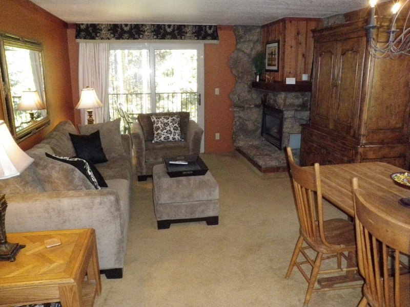 2BR/2BA  **Just Read Our Reviews!**  Beautiful Condo & Grt Value!, vacation rental in Winter Park
