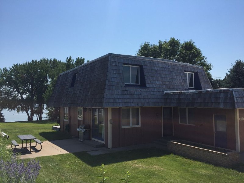 5 Bedroom Lake House on Lake McConaughy - Great for families or group gatherings, holiday rental in Lewellen