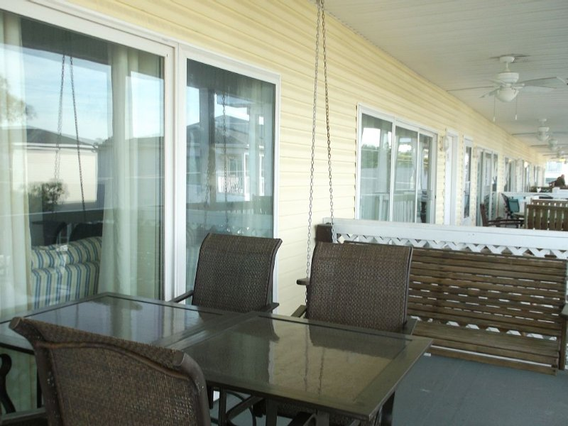 Paradise Found!Condo 2br/2bth- 200 Steps to Beach!, vacation rental in Tybee Island