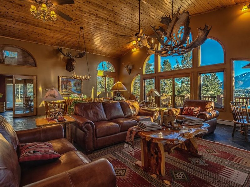 Phenomenal View Of Pikes Peak In Spacious Mountain Lodge, aluguéis de temporada em Woodland Park