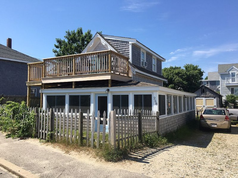 Beautiful Beach House with Guest House on White Horse Beach Stunning Ocean Views, vacation rental in Manomet