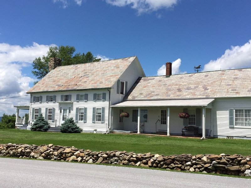 Farmhouse with gracious grounds/Killington sking/campus weekends, Middlebury,, holiday rental in Bomoseen