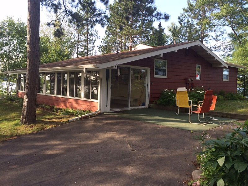 World class setting, Cottage on Peninsula surrounded by Lake Nokomis, holiday rental in Heafford Junction