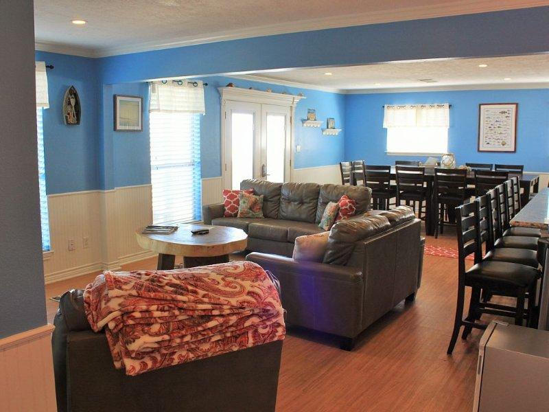 Beach Bubbly - 6 Bedroom/5 Bath - Front Row Beach House - Sleeps 18, alquiler vacacional en Surfside Beach