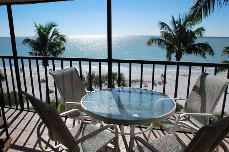 Beach Front Remodeled Penthouse + Private Sundeck, vacation rental in Sanibel Island