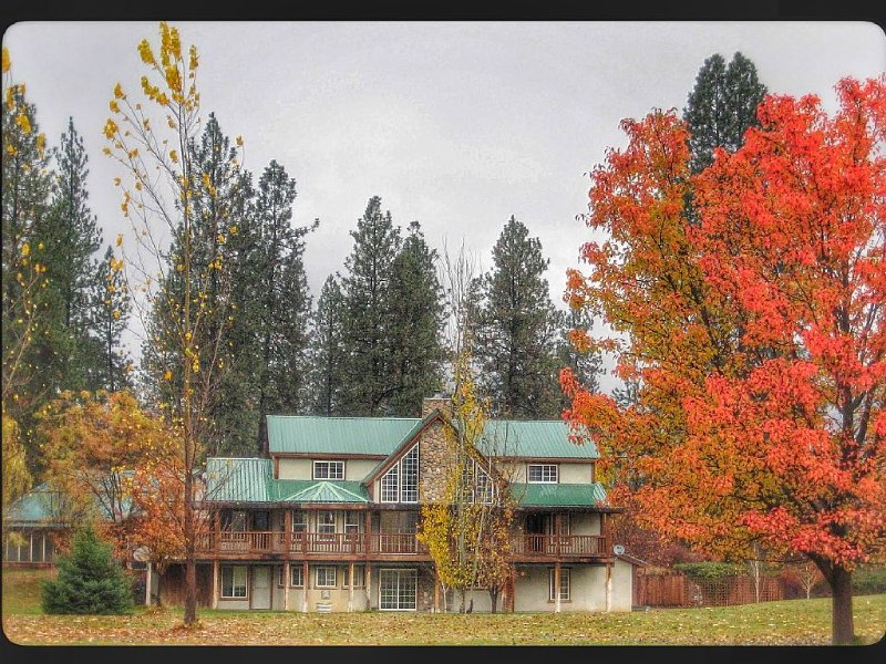Retreat For All Seasons: Winter-Spring-Summer-Fall-Northern Lights Has it All!, aluguéis de temporada em Kettle Falls