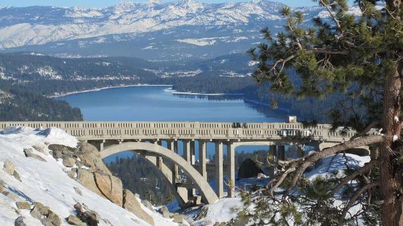 Escape to your Mountain Hideaway. Sleeps up to 4 comfortably., holiday rental in Truckee