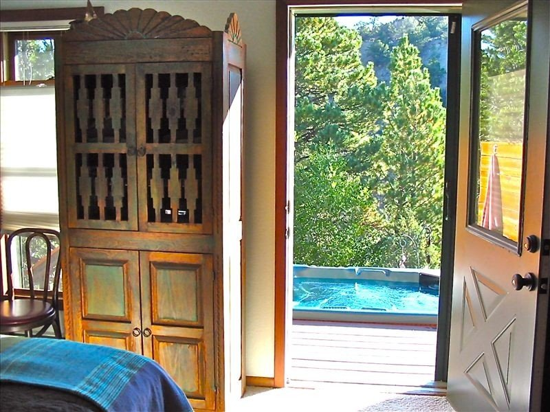 Arkansas River Frontage w/Hot Tub on Deck Overlooking River-Romantic Private!, location de vacances à Buena Vista