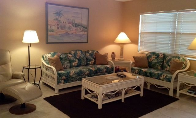 Wow! $100/N (Spec.Season) 7 nights. Cozy Beachside Unit ~100 Steps to the Beach!, holiday rental in Sanibel Island