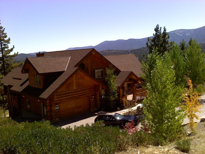 Sleeps 40 in Luxury! Big Bear Private Lodge, alquiler de vacaciones en Big Bear City