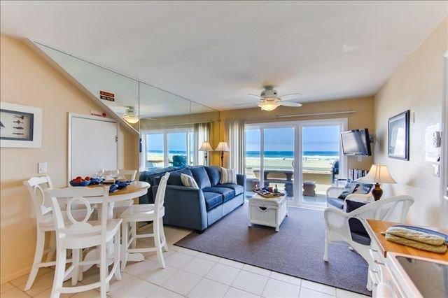 Casa de la Playa 3681, ground floor Oceanfront Couples retreat, vacation rental in San Diego