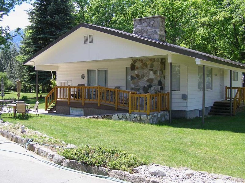 Charming Country Home in Park-Like Setting Near Icicle River, location de vacances à Peshastin