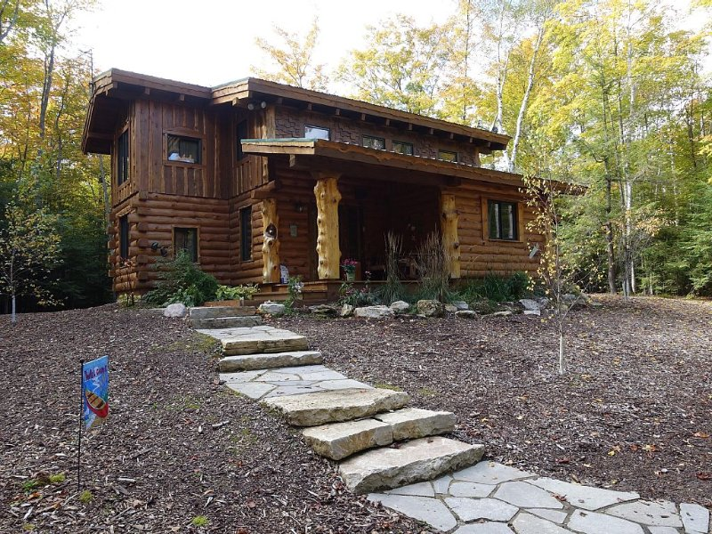 Amazing,  Door County Hand-Hewn Log Cabin in the Woods, location de vacances à Egg Harbor
