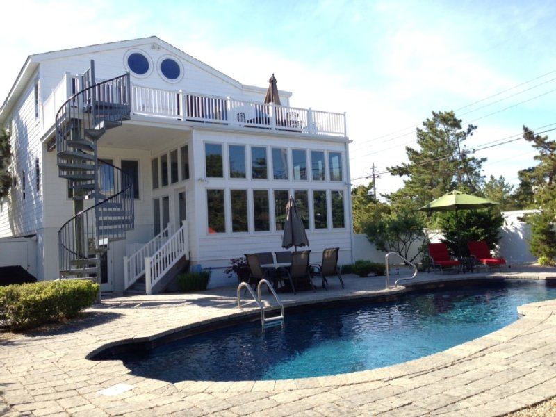 Loveladies Oceanside Home, HEATED POOL and BRAND NEW ELEVATOR!, holiday rental in Long Beach Township