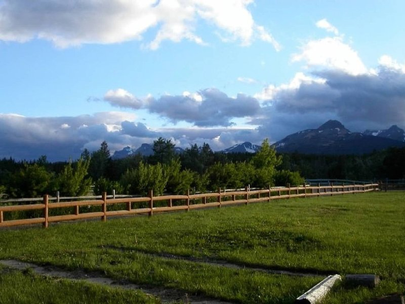 Book Today!  Spectacular Mountain Views!, holiday rental in Browning