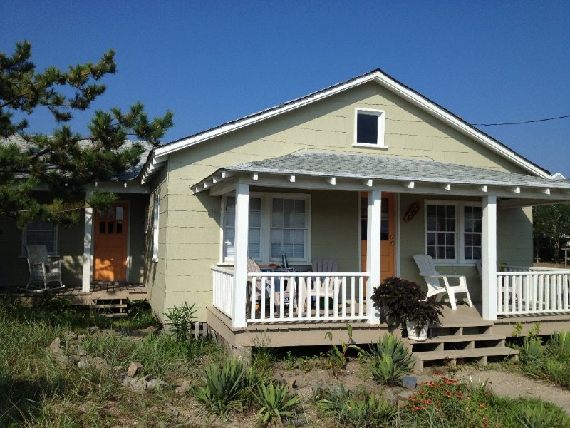 The Surf Shack,Charming historic cottage, steps to the beach, Nags Head MP 11, alquiler de vacaciones en Nags Head