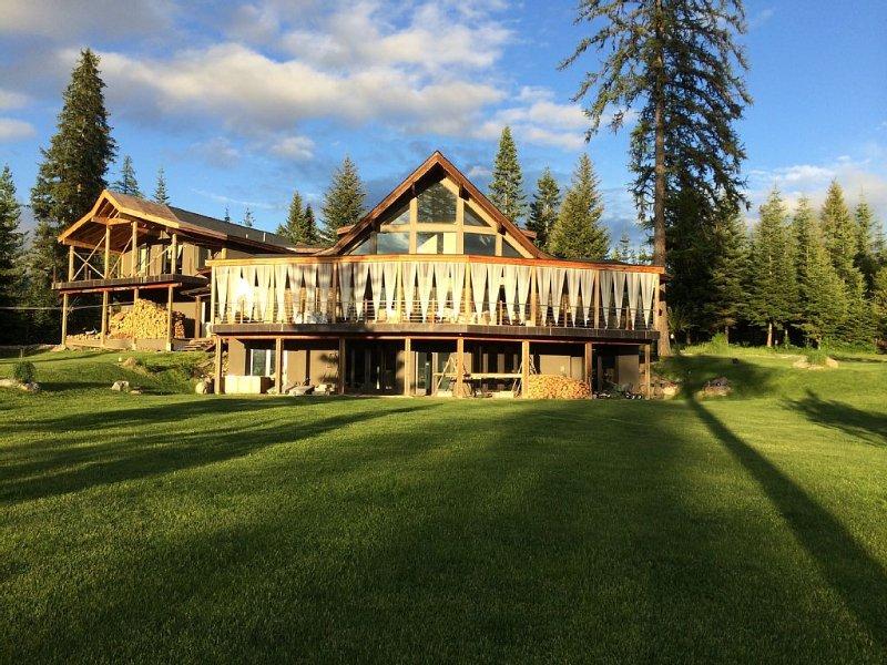 Serene Modern Mountain Home, location de vacances à Trout Creek