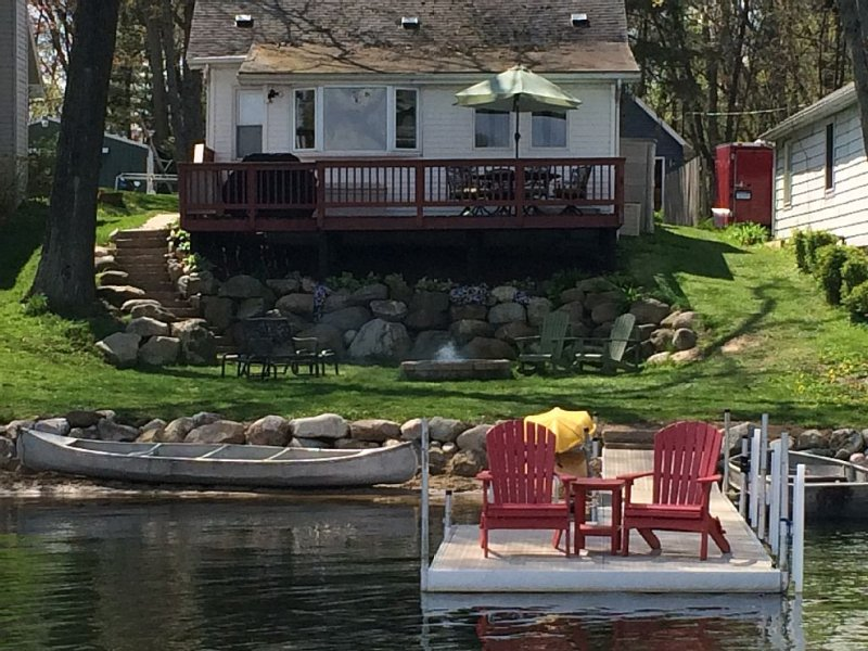 All sports lake cottage with Boat/Trolling Motor, canoe and kayaks❤️, holiday rental in Milford
