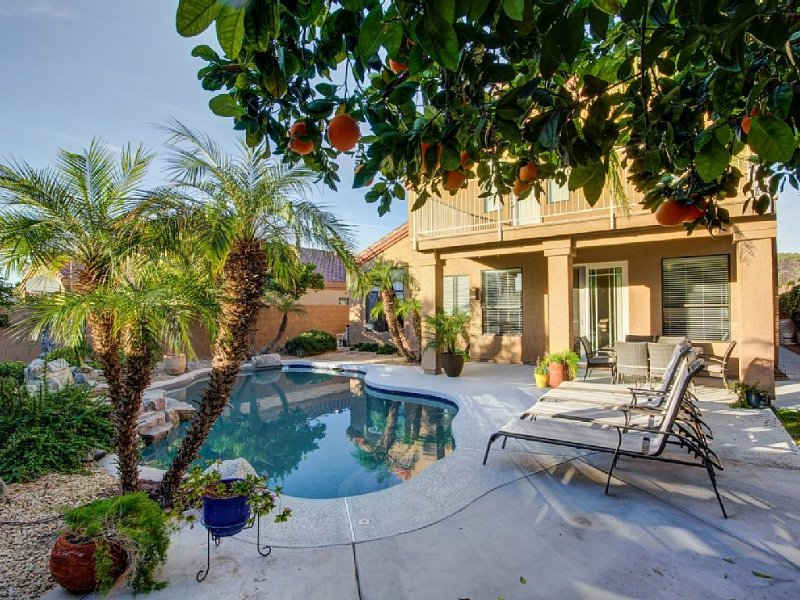 Resort Style 3 Bed, 3 Baths, Private Pool - family friendly -  Special $CAD rate, vacation rental in Glendale