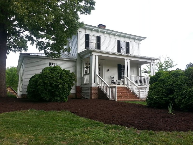 1865 Plantation house near Lake Gaston!, vacation rental in Macon