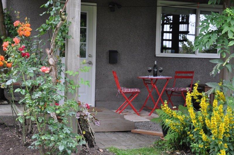 Super Cozy Garden Suite!, Ferienwohnung in Vancouver